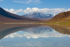 Mountain, reflecting in the lake, bolivia Royalty Free Stock Photography