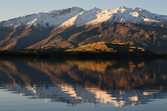 Mountain reflection. In Lake, new zealand Royalty Free Stock Photos