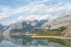 Mountain reflections. Riaño (León, Spain Royalty Free Stock Photography