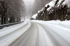 Mountain road covered by snow Royalty Free Stock Photography