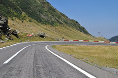 Mountain road curve to right Royalty Free Stock Photos