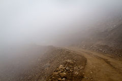 Mountain road in the fog Royalty Free Stock Photography