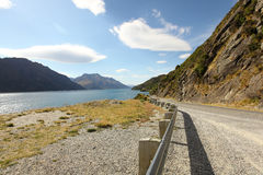 Mountain road beside lake Royalty Free Stock Photos