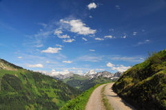 Mountain road in a scenery alpine landscape Royalty Free Stock Photos
