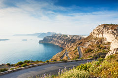 Mountain road to the port on Santorini island, Greece Stock Photography