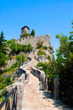 Mountain's road to the castle Royalty Free Stock Photos