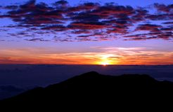 Mountain sunrise. Sun rise over mt. haleakala, maui, hawaii Royalty Free Stock Images