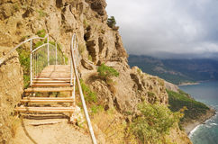 Mountain trail. With a bridge over the sea Royalty Free Stock Photography