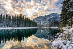 Free Mountain, Trees And Colourful Clouds Reflected On Bow River Like A Mirror. Banff National Park Beautiful Scenery In Winter Dusk Stock Photography - 207992842
