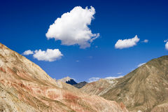 Mountain under sky Royalty Free Stock Photos