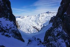 Mountain View à Chamonix tandis que Ski Touring photo libre de droits