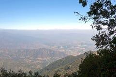 Mountain View Andes e vegeta??o de Aconcagua no dia claro no parque de Campana National do La no Chile central fotos de stock royalty free
