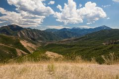 Mountain View av kaskaden fjädrar nationalparken royaltyfri bild