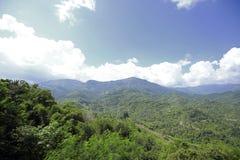 Mountain View avec le chemin chez Phu Tubberk, point de repère de touristes de province de Phetchabun en Thaïlande Images libres de droits
