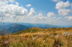 Mountain view, blue sky Royalty Free Stock Photos