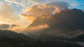 Mountain View bonito na manhã Imagens de Stock Royalty Free
