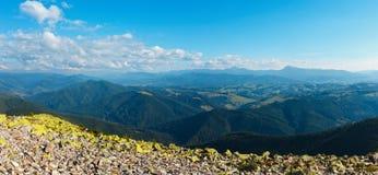 Mountain View carpathien d'été photos libres de droits