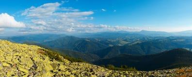Mountain View carpathien d'été photo libre de droits