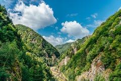 Mountain View carpathien sur la route de Transfagarasan en Roumanie photo stock