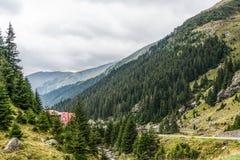 Mountain View carpathien sur la route de Transfagarasan en Roumanie photographie stock libre de droits