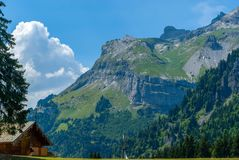 Mountain View com cabine fotografia de stock
