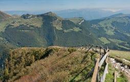 Mountain View con la rete fissa del legname Fotografia Stock Libera da Diritti