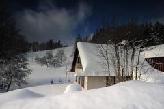 Mountain View con una casa Foto de archivo libre de regalías