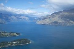Mountain View, corrientes y lagos de Nueva Zelanda d Y imagen de archivo libre de regalías
