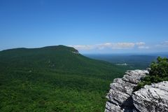 Mountain View d'attaccatura della roccia Immagini Stock