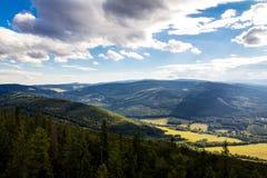 Mountain View da un picco Fotografia Stock Libera da Diritti
