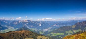 Mountain View dalla valle superiora di Alpbach, Austria Fotografia Stock