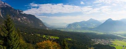 Mountain View dalla valle superiora di Alpbach, Austria Immagini Stock