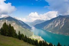 Mountain View dalla valle superiora di Alpbach, Austria Immagine Stock Libera da Diritti