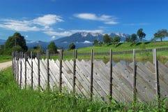 Mountain View de madeira da cerca e Foto de Stock Royalty Free