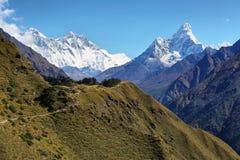 Mountain View de Nuptse, de Everest, de Lhotse y de Ama Dablan Fotos de archivo
