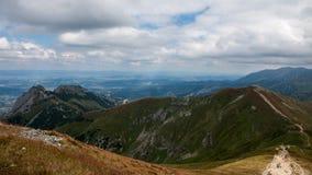 Mountain View de Tatry y Czerwone Wierchy el emigrar Imagen de archivo libre de regalías