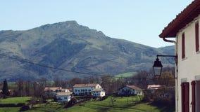 Mountain View del pueblo de Urrugne Francia Fotos de archivo libres de regalías