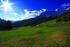 Mountain View in den Alpen Stockfotos