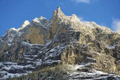 Mountain View di inverno in Bernese Oberland, Svizzera Fotografia Stock Libera da Diritti