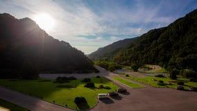 Mountain View do balcão do hotel de 5 estrelas de Hansan Shangrila nas montanhas de Mehyang da Coreia do Norte filme