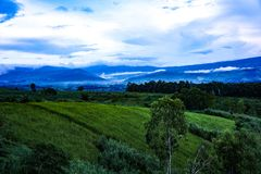 Mountain View e cielo Fotografie Stock Libere da Diritti
