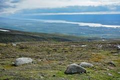 Mountain View en el verano en Islandia - día nublado, visión desde arriba, día agradable imágenes de archivo libres de regalías