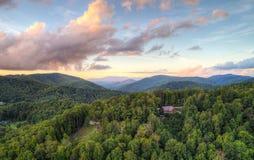 Mountain View en la puesta del sol con los valles imágenes de archivo libres de regalías