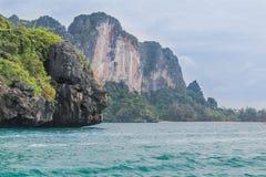 Mountain View esotico del blu e di verde di oceano immagini stock libere da diritti