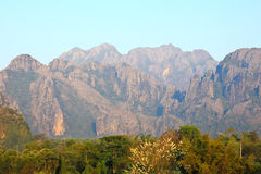 Mountain View i Vang Vieng Arkivfoto