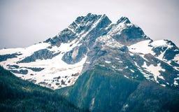 Mountain View internos da passagem em torno de Alaska ketchikan imagem de stock