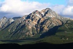 Mountain View majestuosos del camino de Edith Cavell del soporte foto de archivo libre de regalías