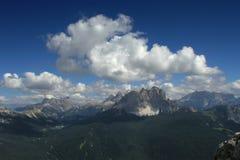 Mountain View mit drastischen Wolken Stockbild