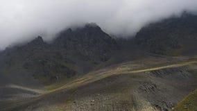 Mountain View no desfiladeiro de Karmadon Ossetia norte video estoque