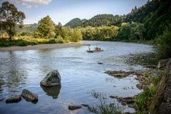Mountain View, panorama de la montaña, río de la montaña, viaje a las montañas imagenes de archivo